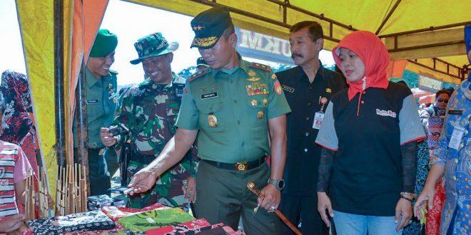 Bersama Rakyat, TNI Membangun Karakter Bangsa