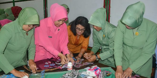 Kembangkan Kreativitas, Dharma Pertiwi Koorcab Purwokerto dan Persit Koorcab Rem 071 Pelatihan Keterampilan Seni Decoupage dan Sospeso