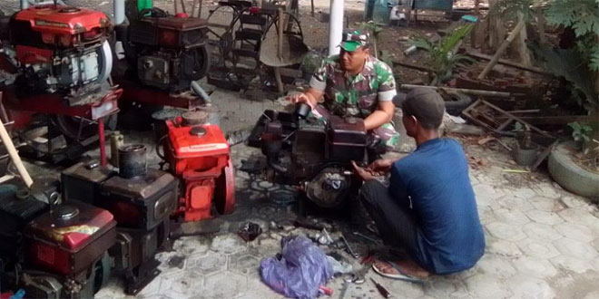 Koramil 19/Kuwarasan Cek Perawatan Mesin Traktor