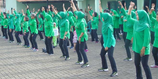 Pelihara Kebugaran Tubuh Dan Jalin Silaturrahmi, Persit Kodim 0735/Surakarta Gelar Senam Pagi Bersama.