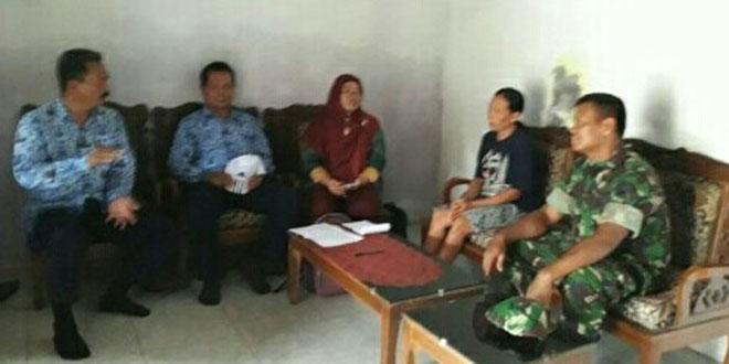 Antisipasi DBD Babinsa Cawas bersama Petugas Kesehatan lakukan Penyuluhan dan Pemeriksaan Jentik – Jentik