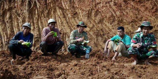 TNI dan Rakyat Semakin Dekat dan Semakin Akrab