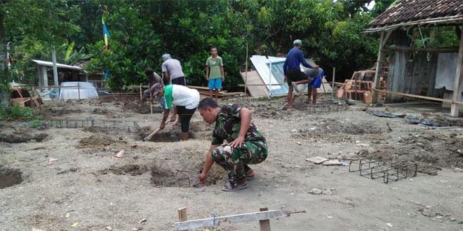 TNI Dan Masyarakat Bersama-sama Rehab Mushola Al–Anas