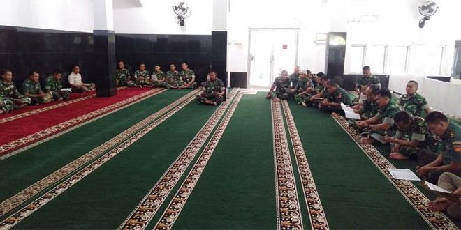 Tadarus Al Qur'an di Masjid Sapta Marga Korem 074/Warastratama