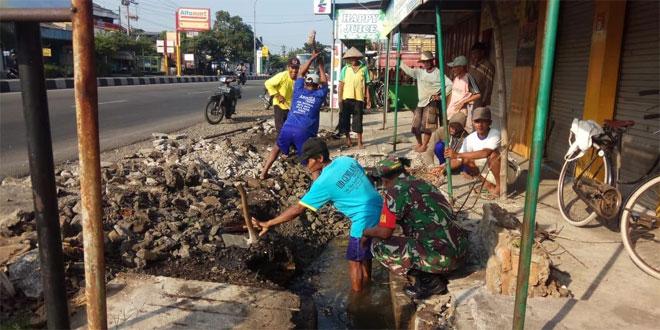 Ambrolnya Pondasi Membuat Irigasi Pertanian di Desa Ngringo Terhambat