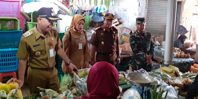 Dandim 0719/Jepara Bersama Forkopimda Sidak Harga dan Ketersediaan Kepokmas Di Sejumlah Pasar Kabupaten Jepara