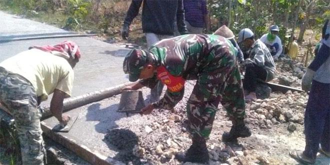 Babinsa Ramil 11/Dlingo Melaksanakan Karya Bakti Di Wilayah Binaan