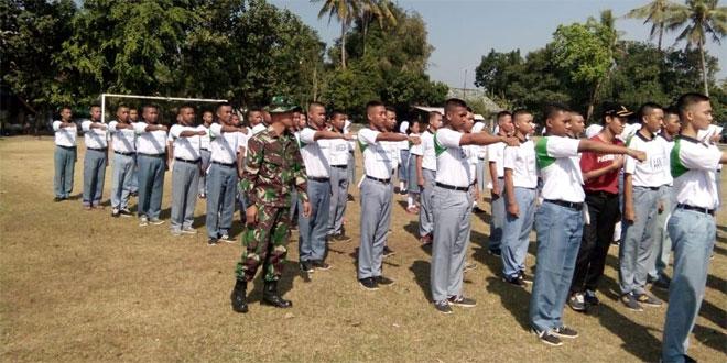 Babinsa Ramil 01/Btl Melatih Paskib Kec Bantul Di Wilayah Binaan