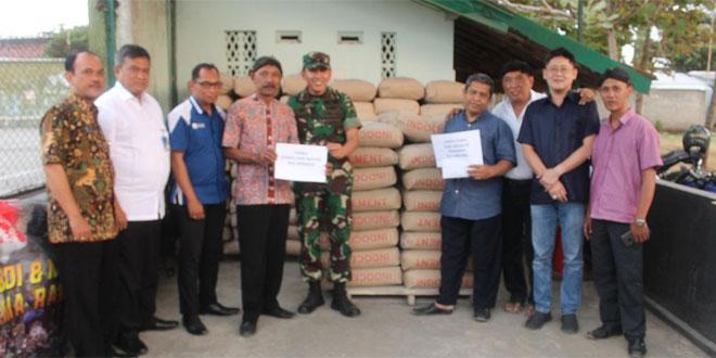 Dandim 0709/Kebumen Serahkan Bantuan Semen