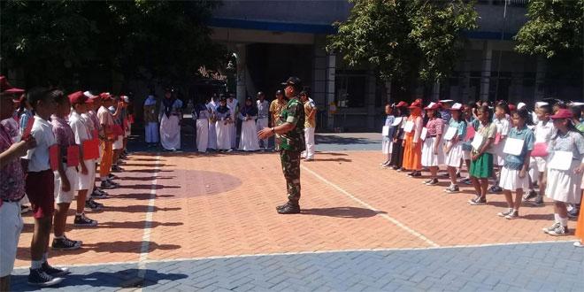 Tanamkan Disiplin Babinsa Latih Baris Berbaris