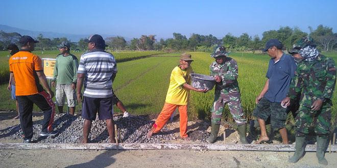 Usia Ngatiman 75 Tahun Tak Kendor Semangat Untuk Bantu TMMD Reg 105