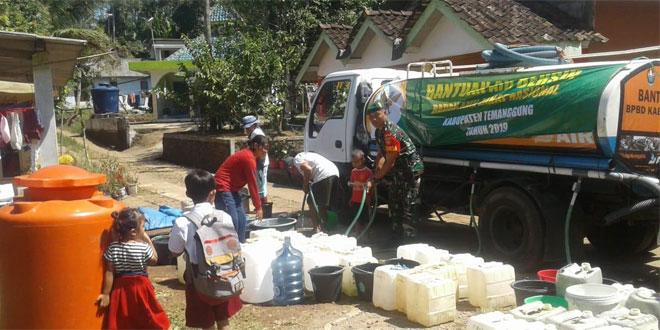 Babinsa Desa Tlogopucang Timur Pendampingan Droping Air Bersih