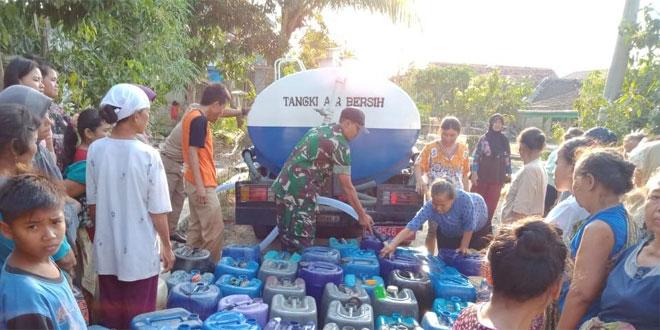BPBD Brebes Bagikan 5.000 Liter Air Bersih Di Karangbale