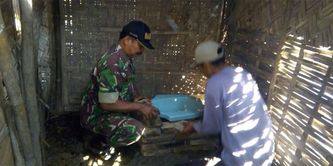 TNI Buatkan Jamban Warga Kurang Mampu