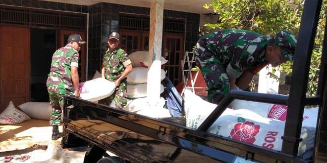 Babinsa Koramil 04 Tanjung Brebes Antar Gabah Petani