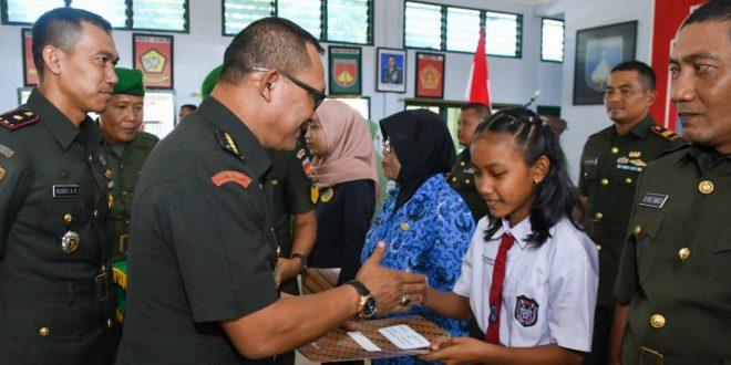 Peringati HUT ke 74 Zeni TNI AD Kazidam Berikan Beasiswa