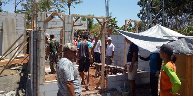 Program Binter Terpadu Rehab RTLH, Koramil 01/Jepara Mulai Pasang Dinding Rumah Tirin