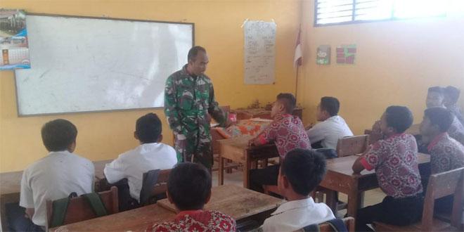 Babinsa Gumelem Koramil 08/Pakis Berikan Wasbang Kepada Pelajar SD