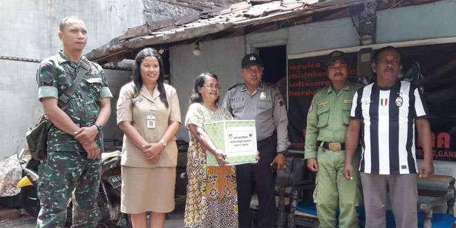 Bakti Sosial Dalam Rangka Binter Terpadu Th. 2019 Kodim Solo Sasar Warga Kurang Mampu di Kel. Gandekan Jebres Surakarta