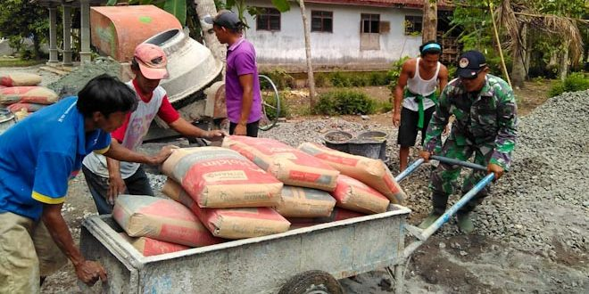 Pemdes, TNI dan Masyarakat Gotong Royong Bangun Jalan Desa Mangli