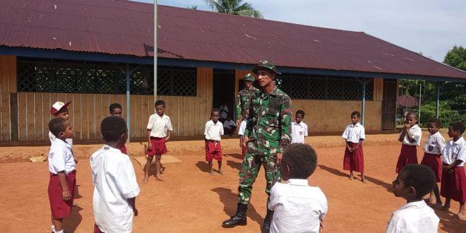 Satgas Yonif 406/CK Berikan Pembinaan Pendidikan di Perbatasan