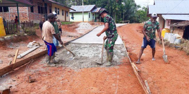 Jalan Diperbaiki Satgas Yonif 406, Ringankan Beban Warga Distrik Mindiptana