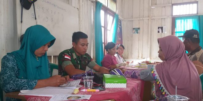 Peduli Kesehatan Masyarakat Perbatasan Satgas Yonif 406/CK Rutin Adakan Posyandu Lansia