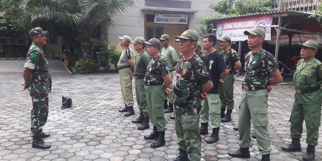 Babinsa dan Babinkamtibmas Bersinergi Beri Pelatihan PBB ke Linmas