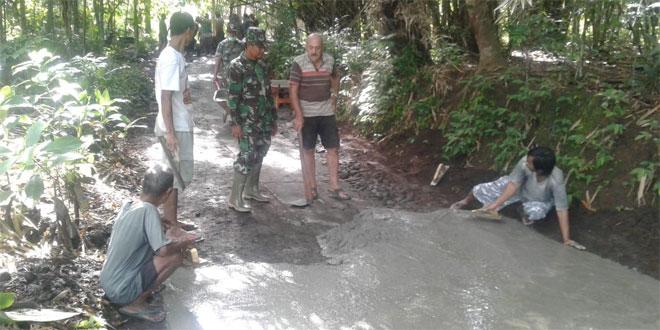 Koramil Minggir Bantu Pengerasan Jalan Desa Sendangrejo