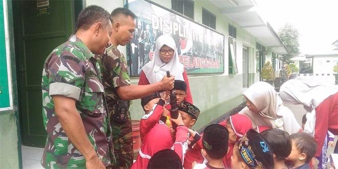 Perkenalkan Profesi TNI, TK Islam Nusantara Kunjungi Kodim Pekalongan