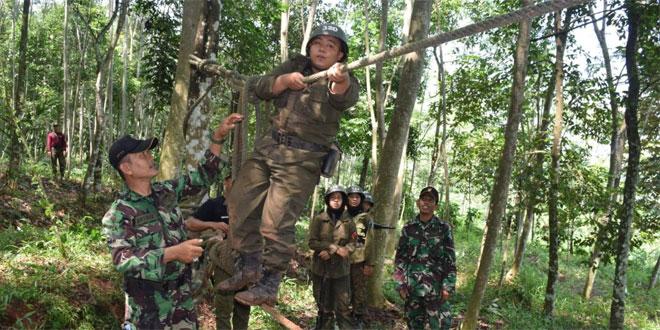 Latihan Ala Militer Calon Menwa Unikal Oleh TNI di Pekalongan