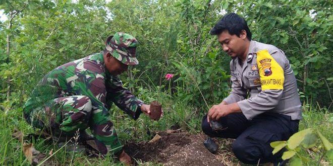 Jaga Paru Paru Dunia, Babinsa Karanganyar Gelar Aksi Tanam Pohon
