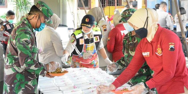 TNI, Polri dan Pemda Brebes Bangun Dapur Lapangan Peduli Covid-19