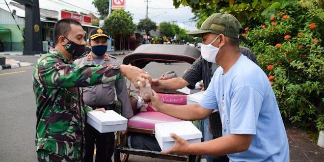 Jumat Berkah, Korem 071 Bagikan Ratusan Paket Sembako