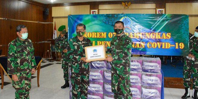 Danrem 072/Pmk Bantu APD dan Minuman Suplemen Kepada RSPAU Hardjolukito Yogyakarta