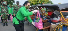 Jumat Berkah, Persit KCK Koorcab Rem 071 PD IV/Diponegoro Berbagi Kasih Sesama