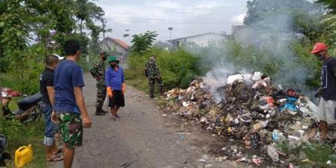 Babinsa Dan Camat Cawas Ajak Masyarakat Jaga Lingkungan Tidak Buang Sampah Sembarangan