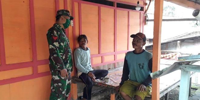 Jelang New Normal, Babinsa Koramil 14/Todanan Terus Sosialisasikan Distancing Sanitasi ke Warga