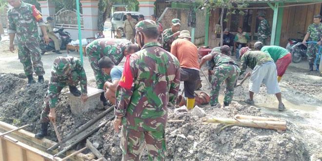 Koramil 0721/11 Jati BersamaMasyarakat Gotong Royong Bangun Saluran Air