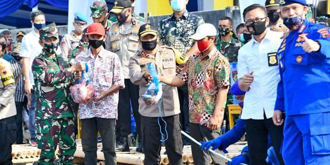 Pangdam IV/Diponegoro dan Kapolda Jateng Panen Bersama