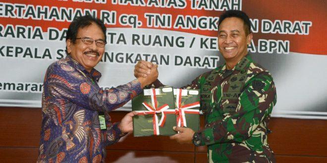 """TNI AD Resmi Terima Sertifikat Aset Tanah,<br>Kasad: """"Yang Penting Semuanya Winners"""""""
