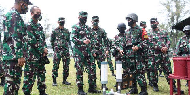 Kasdam IV/Diponegoro Periksa Kesiapan Operasi Satgas Pamtas Yonif 407/PK dan Kompi Yonkav 2/TC