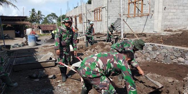 Peduli Pendidikan, Anggota Koramil 16/Srumbung Gotong royong Bantu Pembangunan Ponpes