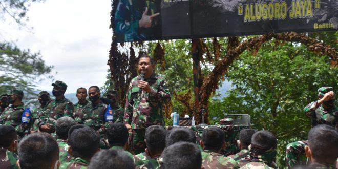Asisten Latihan Kasad Bangga Dengan Hasil Latihan Batalyon Tim Pertempuran Yonif 410/Alugoro