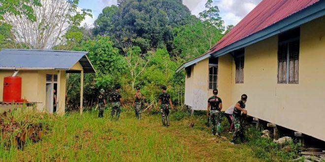Tingkatkan Toleransi, Satgas Pamtas Yonif 407/PK Bersama Warga Bersihkan Lingkungan Gereja