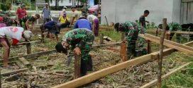 Satgas Yonif 407/PK Karya bhakti membangun rumah warga perbatasan yang kurang mampu