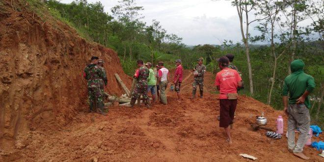 Program Fisik TMMD di Purbalingga Membuka Akses Jalan Bagi Warga Desa