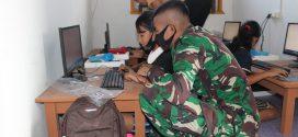 Bekali Ilmu Pengetahuan & Teknologi, Satgas Yonif 407/PK Ajarkan Praktek Komputer Murid SD di Perbatasan