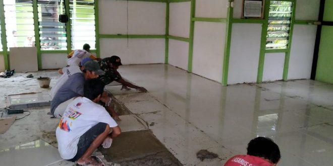 Jelang Bulan Suci Ramadhan, Satgas Yonif 407/PK Bersama Warga Karya Bhakti Pemasangan Keramik Masjid