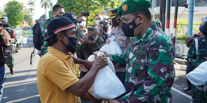 Sinergi TNI, Polri dan Pegiat UMKM Bakti Sosial di masa Pandemi Covid-19